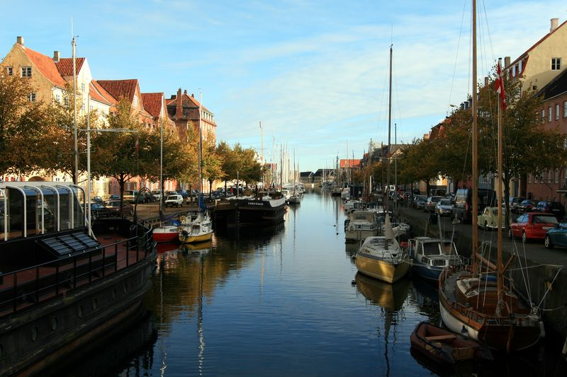 Copenhagen-canals-Christianshavns-Kanal-morning