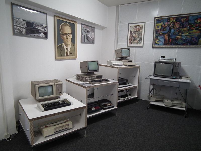 800px-DDR_Museum_Zeitreise_Radebeul_Robotron-Computer