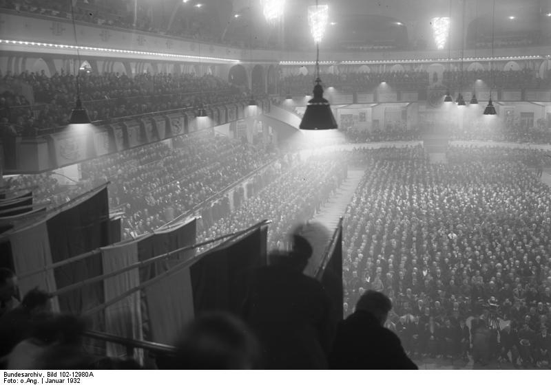 Bundesarchiv_Bild_102-12980A,_Berlin,_Sportpalast,_Kundgebung_des_Reichsbanners