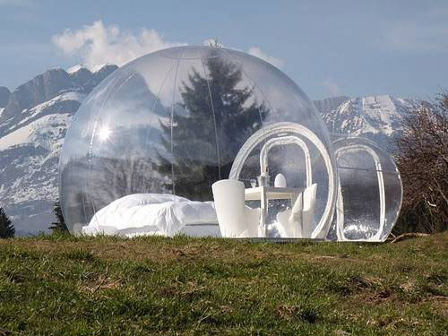 Transparent-bed-and-breakfast-bubble-room